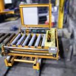 Chargeur et répartiteur automatique de moules dans un chantier de coulée / machines speciales
