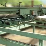 Presse à gang-nail pour traverse de chemin de fer et bois d\'appareil / Hydraulic press for anti-splitting system for crossties and switchties / machines speciales
